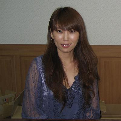 有限会社アージュインターナショナル<br />三井 恵久美様